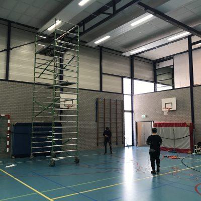 Stofvrij maken plafond gymzaal