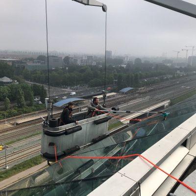 Glasbewassing kantoorpand Zuidas Amsterdam