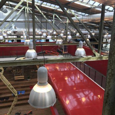 Reinigen onderdelen plafond en lampen