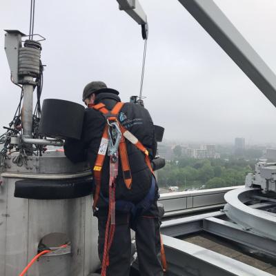 Glasbewassing op 50 meter hoogte