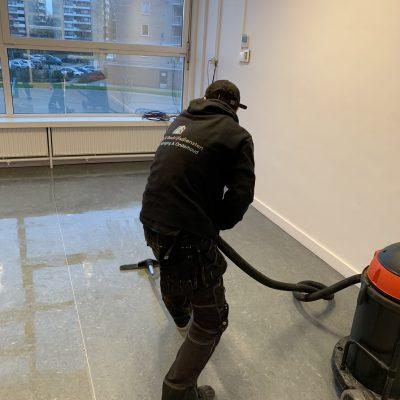 Vloer reinigen en beschermlaag aanbrengen
